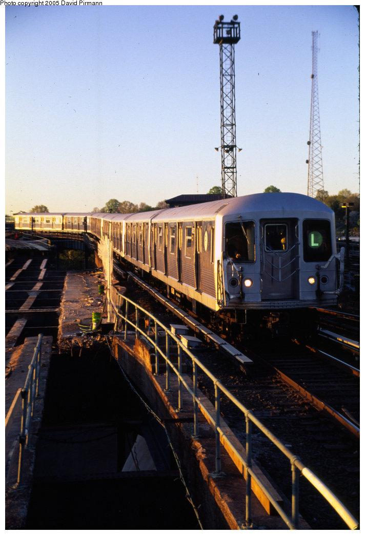 (177k, 712x1043)<br><b>Country:</b> United States<br><b>City:</b> New York<br><b>System:</b> New York City Transit<br><b>Line:</b> BMT Canarsie Line<br><b>Location:</b> Atlantic Avenue <br><b>Route:</b> L<br><b>Car:</b> R-42 (St. Louis, 1969-1970)   <br><b>Photo by:</b> David Pirmann<br><b>Date:</b> 4/30/1999<br><b>Notes:</b> Continuing to Atlantic Ave.- view of L train entering station<br><b>Viewed (this week/total):</b> 0 / 3437