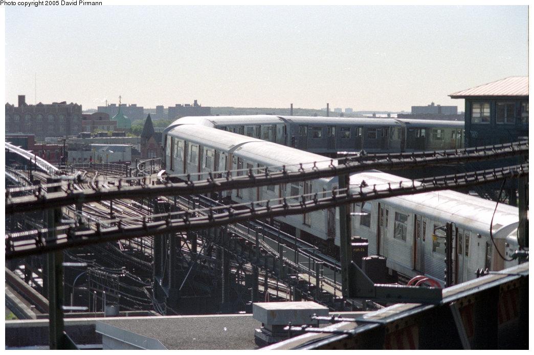 (200k, 1044x694)<br><b>Country:</b> United States<br><b>City:</b> New York<br><b>System:</b> New York City Transit<br><b>Line:</b> BMT Canarsie Line<br><b>Location:</b> Broadway Junction <br><b>Route:</b> L<br><b>Photo by:</b> David Pirmann<br><b>Date:</b> 10/11/1996<br><b>Notes:</b> L train on non-revenue flyover track from Canarsie Line to Broadway Elevated<br><b>Viewed (this week/total):</b> 6 / 2832