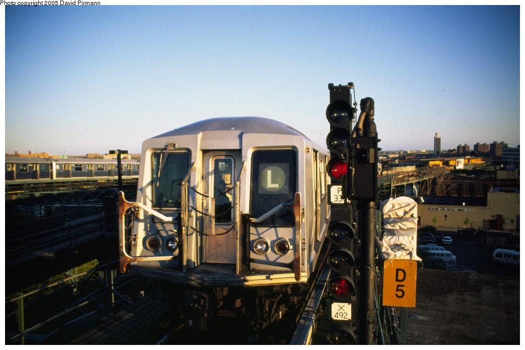 (170k, 1044x695)<br><b>Country:</b> United States<br><b>City:</b> New York<br><b>System:</b> New York City Transit<br><b>Line:</b> BMT Canarsie Line<br><b>Location:</b> Broadway Junction<br><b>Route:</b> L<br><b>Car:</b> R-40 (St. Louis, 1968)  <br><b>Photo by:</b> David Pirmann<br><b>Date:</b> 4/30/1999<br><b>Viewed (this week/total):</b> 4 / 7112