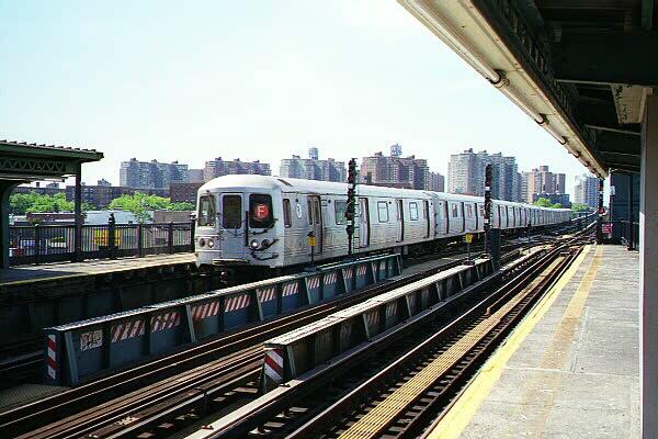(121k, 600x400)<br><b>Country:</b> United States<br><b>City:</b> New York<br><b>System:</b> New York City Transit<br><b>Line:</b> BMT Culver Line<br><b>Location:</b> Avenue X <br><b>Route:</b> F<br><b>Car:</b> R-46 (Pullman-Standard, 1974-75)  <br><b>Photo by:</b> Sidney Keyles<br><b>Date:</b> 5/22/1999<br><b>Notes:</b> South view<br><b>Viewed (this week/total):</b> 3 / 5338