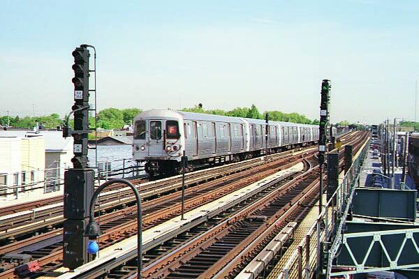 (135k, 600x400)<br><b>Country:</b> United States<br><b>City:</b> New York<br><b>System:</b> New York City Transit<br><b>Line:</b> BMT Culver Line<br><b>Location:</b> Avenue X <br><b>Route:</b> F<br><b>Car:</b> R-46 (Pullman-Standard, 1974-75)  <br><b>Photo by:</b> Sidney Keyles<br><b>Date:</b> 5/22/1999<br><b>Notes:</b> Southbound F train entering station<br><b>Viewed (this week/total):</b> 0 / 4540
