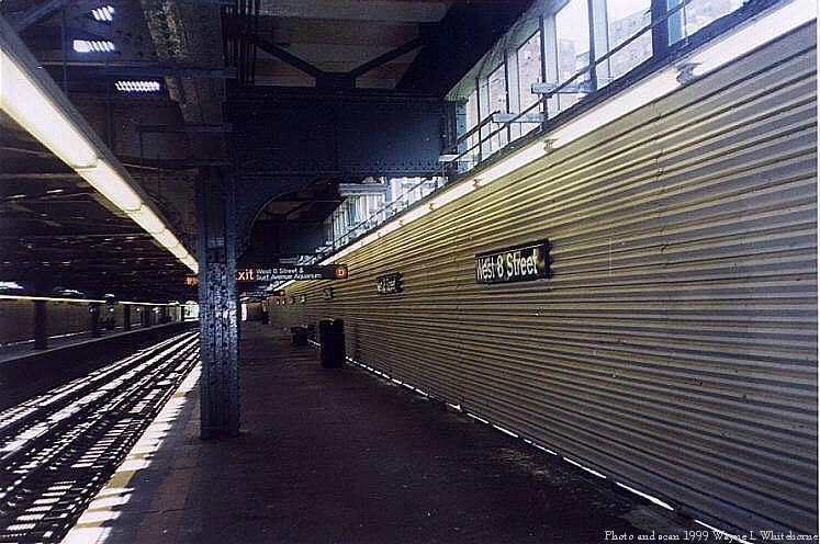 (88k, 747x496)<br><b>Country:</b> United States<br><b>City:</b> New York<br><b>System:</b> New York City Transit<br><b>Line:</b> BMT Culver Line<br><b>Location:</b> West 8th Street <br><b>Route:</b> F<br><b>Photo by:</b> Wayne Whitehorne<br><b>Date:</b> 6/4/1999<br><b>Notes:</b> West 8th Street lower level<br><b>Viewed (this week/total):</b> 1 / 3781