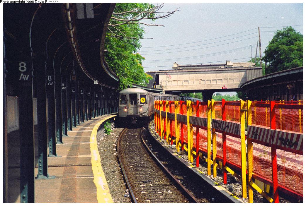 (287k, 1044x704)<br><b>Country:</b> United States<br><b>City:</b> New York<br><b>System:</b> New York City Transit<br><b>Line:</b> BMT Sea Beach Line<br><b>Location:</b> 8th Avenue <br><b>Photo by:</b> David Pirmann<br><b>Date:</b> 7/18/1998<br><b>Viewed (this week/total):</b> 0 / 3539
