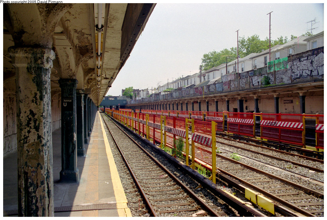(266k, 1044x701)<br><b>Country:</b> United States<br><b>City:</b> New York<br><b>System:</b> New York City Transit<br><b>Line:</b> BMT Sea Beach Line<br><b>Location:</b> Avenue U <br><b>Photo by:</b> David Pirmann<br><b>Date:</b> 7/18/1998<br><b>Viewed (this week/total):</b> 0 / 3540
