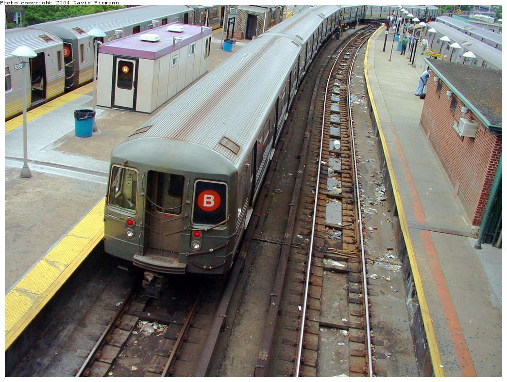 (169k, 1044x788)<br><b>Country:</b> United States<br><b>City:</b> New York<br><b>System:</b> New York City Transit<br><b>Location:</b> Coney Island/Stillwell Avenue<br><b>Route:</b> B<br><b>Car:</b> R-68/R-68A Series (Number Unknown)  <br><b>Photo by:</b> David Pirmann<br><b>Date:</b> 6/18/2000<br><b>Viewed (this week/total):</b> 0 / 4746