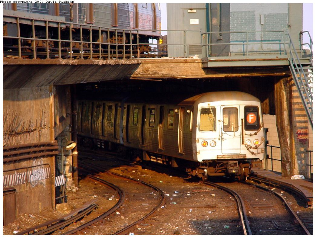 (159k, 1044x788)<br><b>Country:</b> United States<br><b>City:</b> New York<br><b>System:</b> New York City Transit<br><b>Location:</b> Coney Island/Stillwell Avenue<br><b>Route:</b> F<br><b>Car:</b> R-46 (Pullman-Standard, 1974-75) 5838 <br><b>Photo by:</b> David Pirmann<br><b>Date:</b> 5/17/2000<br><b>Viewed (this week/total):</b> 2 / 5778