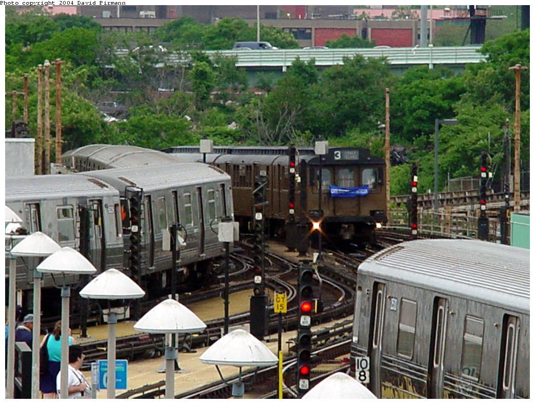 (161k, 1044x788)<br><b>Country:</b> United States<br><b>City:</b> New York<br><b>System:</b> New York City Transit<br><b>Location:</b> Coney Island/Stillwell Avenue<br><b>Photo by:</b> David Pirmann<br><b>Date:</b> 6/18/2000<br><b>Notes:</b> View toward Coney Island yard with approaching train of D-Types<br><b>Viewed (this week/total):</b> 0 / 3086