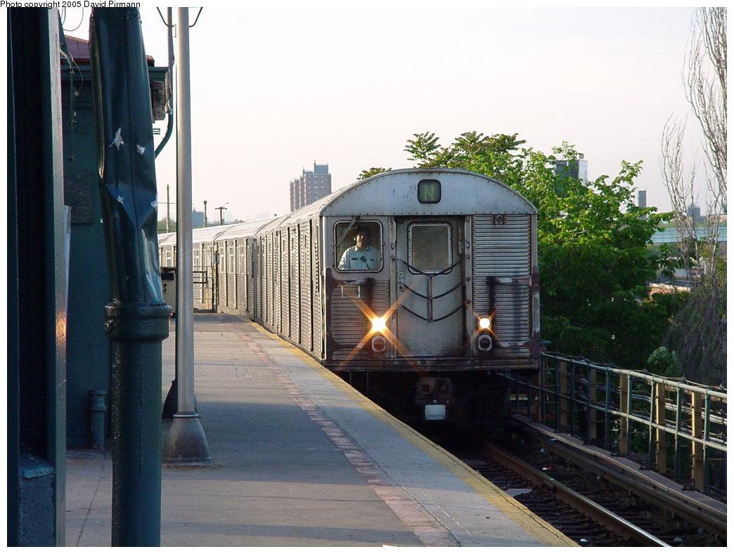 (174k, 1044x788)<br><b>Country:</b> United States<br><b>City:</b> New York<br><b>System:</b> New York City Transit<br><b>Location:</b> Coney Island/Stillwell Avenue<br><b>Route:</b> N<br><b>Car:</b> R-32 (Budd, 1964)   <br><b>Photo by:</b> David Pirmann<br><b>Date:</b> 5/31/2000<br><b>Viewed (this week/total):</b> 3 / 5299