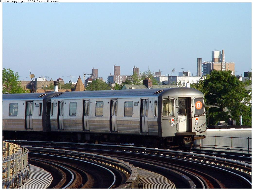 (134k, 1044x788)<br><b>Country:</b> United States<br><b>City:</b> New York<br><b>System:</b> New York City Transit<br><b>Line:</b> BMT West End Line<br><b>Location:</b> 18th Avenue <br><b>Route:</b> B<br><b>Car:</b> R-68A (Kawasaki, 1988-1989)  5144 <br><b>Photo by:</b> David Pirmann<br><b>Date:</b> 5/31/2000<br><b>Viewed (this week/total):</b> 0 / 5748