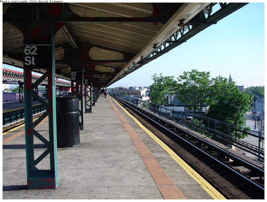 (160k, 1044x788)<br><b>Country:</b> United States<br><b>City:</b> New York<br><b>System:</b> New York City Transit<br><b>Line:</b> BMT West End Line<br><b>Location:</b> 62nd Street <br><b>Photo by:</b> David Pirmann<br><b>Date:</b> 5/31/2000<br><b>Viewed (this week/total):</b> 0 / 2532