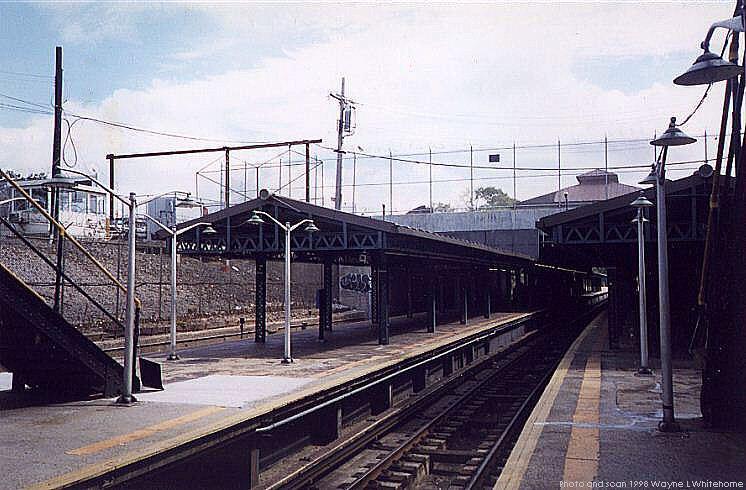 (80k, 746x490)<br><b>Country:</b> United States<br><b>City:</b> New York<br><b>System:</b> New York City Transit<br><b>Line:</b> BMT West End Line<br><b>Location:</b> 9th Avenue <br><b>Photo by:</b> Wayne Whitehorne<br><b>Date:</b> 9/19/1998<br><b>Notes:</b> 9th Avenue BMT station-west end<br><b>Viewed (this week/total):</b> 1 / 2533
