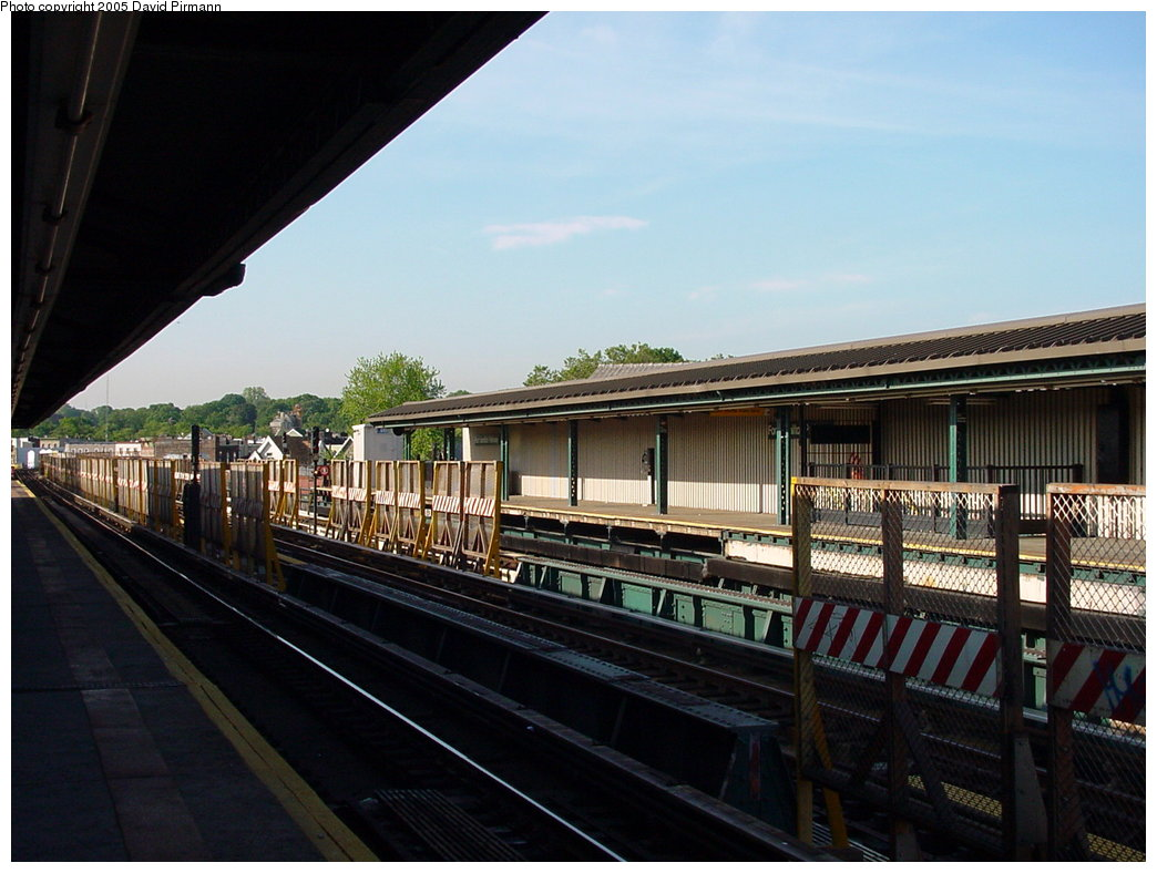 (161k, 1044x788)<br><b>Country:</b> United States<br><b>City:</b> New York<br><b>System:</b> New York City Transit<br><b>Line:</b> BMT West End Line<br><b>Location:</b> Fort Hamilton Parkway <br><b>Photo by:</b> David Pirmann<br><b>Date:</b> 5/31/2000<br><b>Viewed (this week/total):</b> 1 / 2291