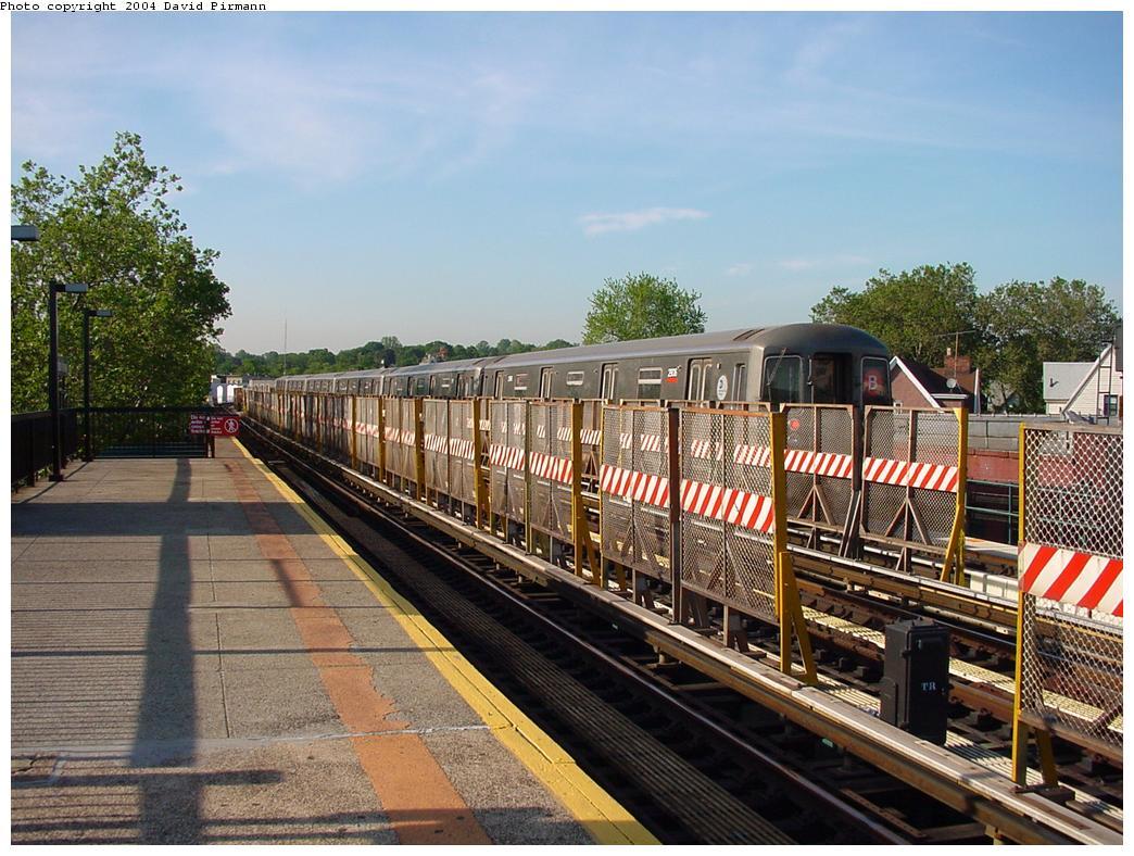 (158k, 1044x788)<br><b>Country:</b> United States<br><b>City:</b> New York<br><b>System:</b> New York City Transit<br><b>Line:</b> BMT West End Line<br><b>Location:</b> Fort Hamilton Parkway <br><b>Route:</b> B<br><b>Car:</b> R-68 (Westinghouse-Amrail, 1986-1988)  2806 <br><b>Photo by:</b> David Pirmann<br><b>Date:</b> 5/31/2000<br><b>Viewed (this week/total):</b> 4 / 3590