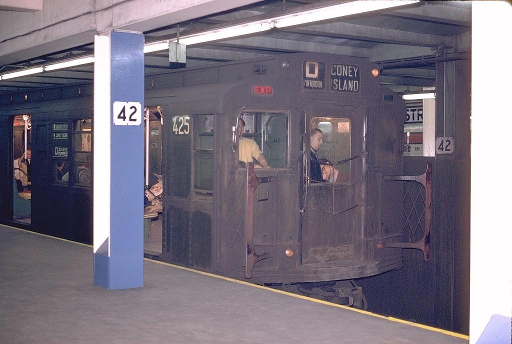 (210k, 1024x688)<br><b>Country:</b> United States<br><b>City:</b> New York<br><b>System:</b> New York City Transit<br><b>Line:</b> IND 6th Avenue Line<br><b>Location:</b> 42nd Street/Bryant Park <br><b>Route:</b> D<br><b>Car:</b> R-4 (American Car & Foundry, 1932-1933) 425 <br><b>Photo by:</b> Joe Testagrose<br><b>Date:</b> 4/29/1970<br><b>Viewed (this week/total):</b> 5 / 4877