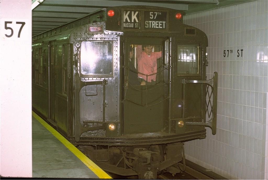 (172k, 1024x691)<br><b>Country:</b> United States<br><b>City:</b> New York<br><b>System:</b> New York City Transit<br><b>Line:</b> IND 6th Avenue Line<br><b>Location:</b> 57th Street <br><b>Route:</b> Fan Trip<br><b>Car:</b> R-4 (American Car & Foundry, 1932-1933) 484 <br><b>Photo by:</b> Joe Testagrose<br><b>Date:</b> 10/30/1971<br><b>Viewed (this week/total):</b> 1 / 3587