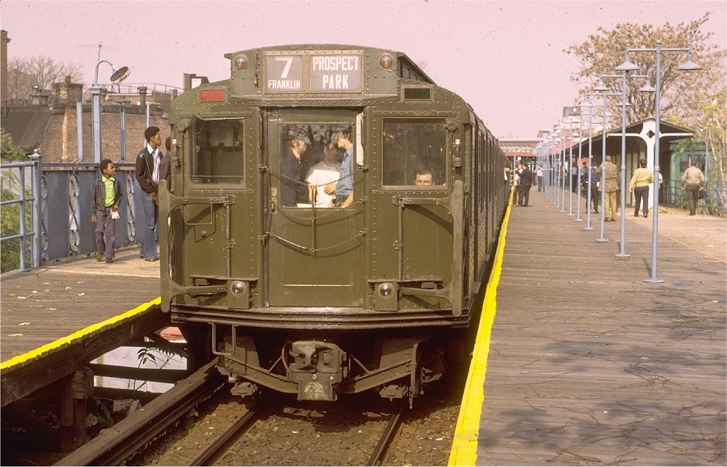 (217k, 1024x658)<br><b>Country:</b> United States<br><b>City:</b> New York<br><b>System:</b> New York City Transit<br><b>Line:</b> BMT Franklin<br><b>Location:</b> Franklin Avenue <br><b>Route:</b> Fan Trip<br><b>Car:</b> R-4 (American Car & Foundry, 1932-1933) 484 <br><b>Photo by:</b> Gerald H. Landau<br><b>Collection of:</b> Joe Testagrose<br><b>Date:</b> 10/30/1971<br><b>Viewed (this week/total):</b> 1 / 4102