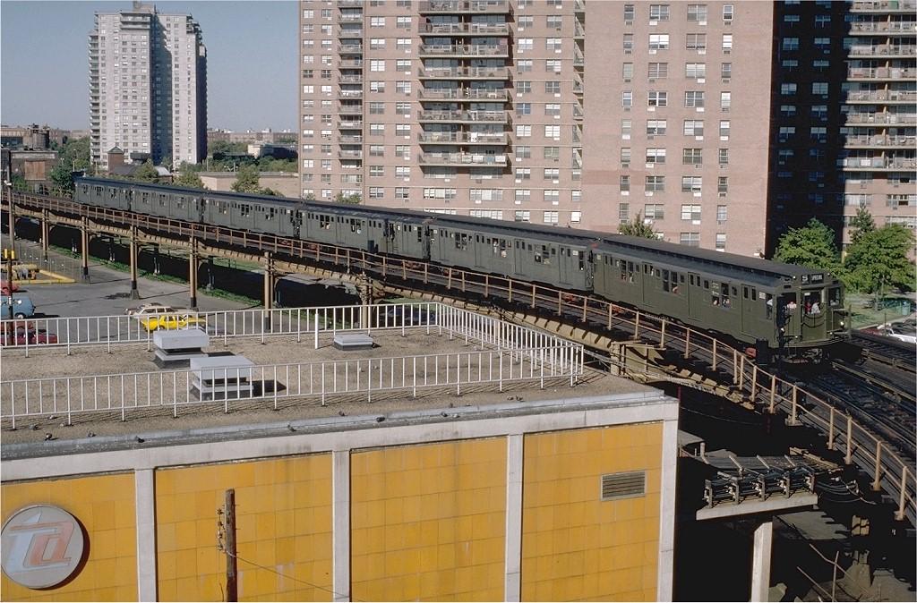 (256k, 1024x674)<br><b>Country:</b> United States<br><b>City:</b> New York<br><b>System:</b> New York City Transit<br><b>Line:</b> BMT Culver Line<br><b>Location:</b> West 8th Street <br><b>Car:</b> R-4 (American Car & Foundry, 1932-1933) 800 <br><b>Photo by:</b> Doug Grotjahn<br><b>Collection of:</b> Joe Testagrose<br><b>Date:</b> 9/27/1980<br><b>Viewed (this week/total):</b> 4 / 4890