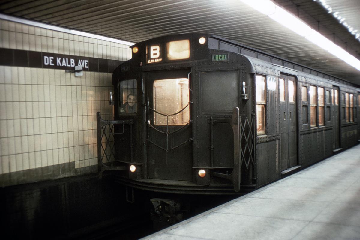 (344k, 1024x683)<br><b>Country:</b> United States<br><b>City:</b> New York<br><b>System:</b> New York City Transit<br><b>Location:</b> DeKalb Avenue<br><b>Route:</b> B<br><b>Car:</b> R-4 (American Car & Foundry, 1932-1933) 616 <br><b>Collection of:</b> David Pirmann<br><b>Viewed (this week/total):</b> 1 / 4566