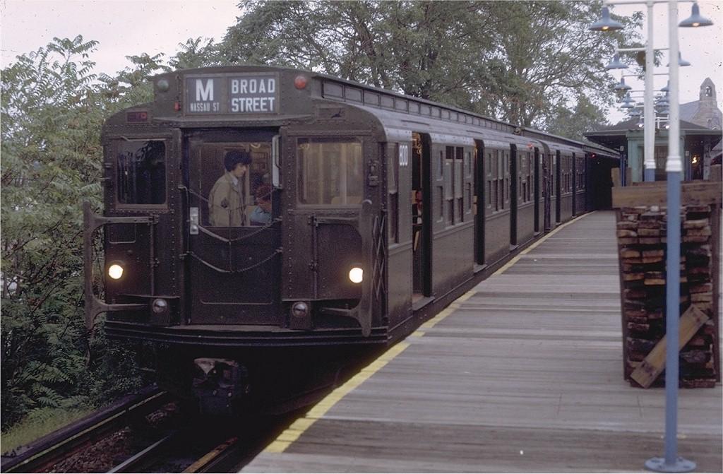 (211k, 1024x671)<br><b>Country:</b> United States<br><b>City:</b> New York<br><b>System:</b> New York City Transit<br><b>Line:</b> BMT Myrtle Avenue Line<br><b>Location:</b> Metropolitan Avenue <br><b>Route:</b> M<br><b>Car:</b> R-4 (American Car & Foundry, 1932-1933) 800 <br><b>Photo by:</b> Doug Grotjahn<br><b>Collection of:</b> Joe Testagrose<br><b>Date:</b> 9/28/1971<br><b>Viewed (this week/total):</b> 0 / 3840