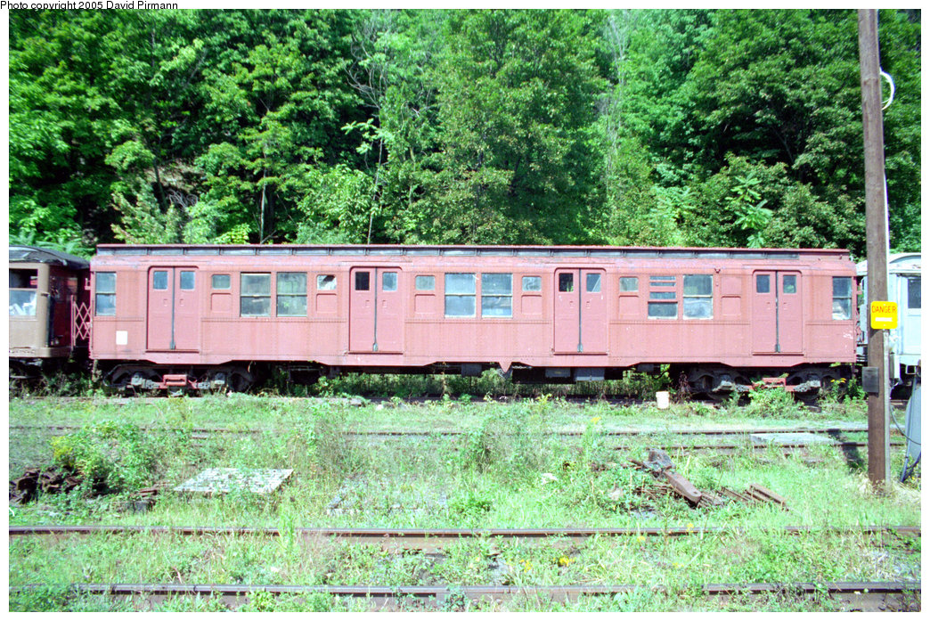 (377k, 1044x697)<br><b>Country:</b> United States<br><b>City:</b> Kingston, NY<br><b>System:</b> Trolley Museum of New York<br><b>Car:</b> R-4 (American Car & Foundry, 1932-1933) 825 <br><b>Photo by:</b> David Pirmann<br><b>Date:</b> 9/14/1996<br><b>Viewed (this week/total):</b> 1 / 8467