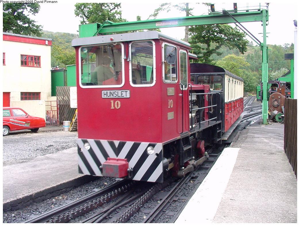 (226k, 1044x788)<br><b>Country:</b> United Kingdom<br><b>System:</b> Snowdon Mountain Railway <br><b>Photo by:</b> David Pirmann<br><b>Date:</b> 9/8/2000<br><b>Viewed (this week/total):</b> 7 / 1631
