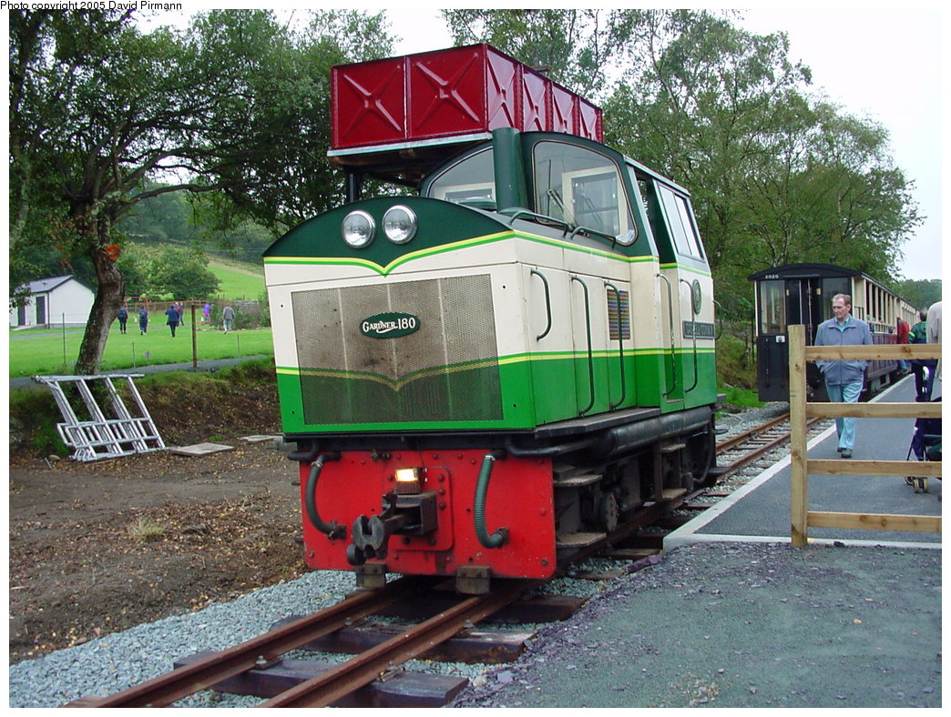 (271k, 1044x788)<br><b>Country:</b> United Kingdom<br><b>System:</b> Welsh Highland Railway <br><b>Photo by:</b> David Pirmann<br><b>Date:</b> 9/7/2000<br><b>Viewed (this week/total):</b> 3 / 1707