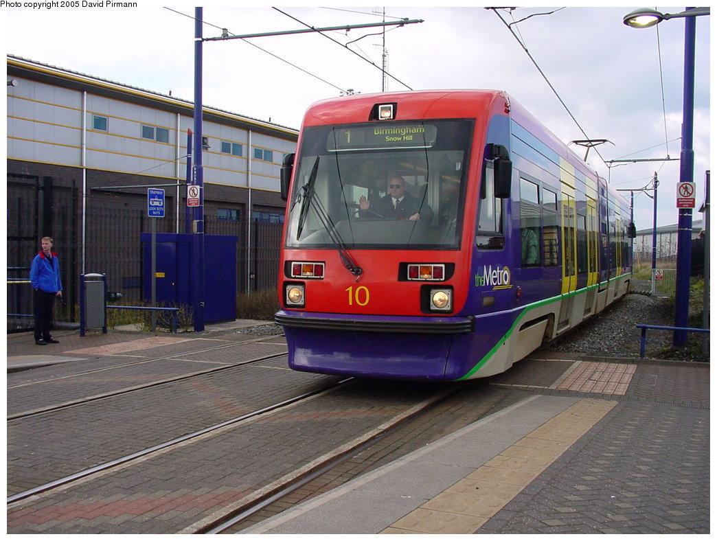 (191k, 1044x788)<br><b>Country:</b> United Kingdom<br><b>City:</b> Birmingham <br><b>System:</b> Midland Metro<br><b>Location:</b> Wednesbury Great Western St. <br><b>Car:</b>  10 <br><b>Photo by:</b> David Pirmann<br><b>Date:</b> 3/29/2001<br><b>Viewed (this week/total):</b> 0 / 1458