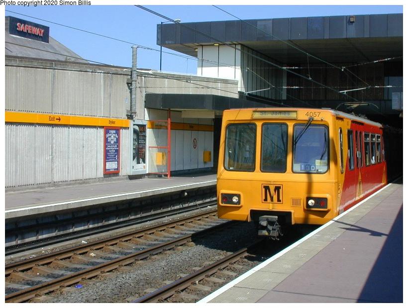 (84k, 820x620)<br><b>Country:</b> United Kingdom<br><b>City:</b> Newcastle<br><b>System:</b> Tyne & Wear Metro<br><b>Location:</b> Byker<br><b>Photo by:</b> Simon Billis<br><b>Date:</b> 2001<br><b>Viewed (this week/total):</b> 1 / 2970