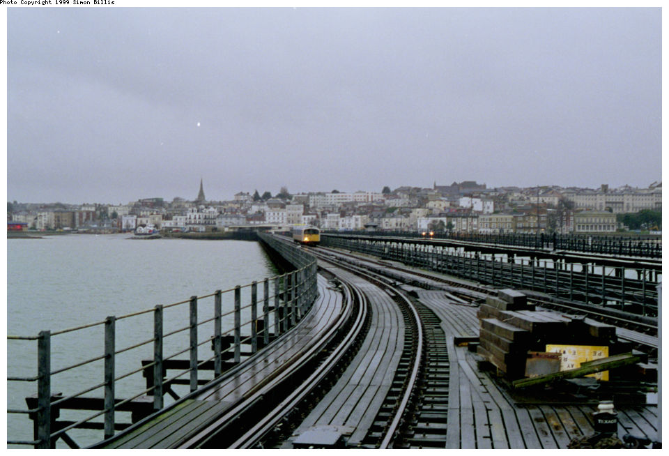 (117k, 960x654)<br><b>Country:</b> United Kingdom<br><b>City:</b> Isle of Wight<br><b>System:</b> Island Line<br><b>Location:</b> Ryde Pier Head <br><b>Route:</b> Isle of Wight<br><b>Photo by:</b> Simon Billis<br><b>Date:</b> 1/2000<br><b>Viewed (this week/total):</b> 0 / 4000