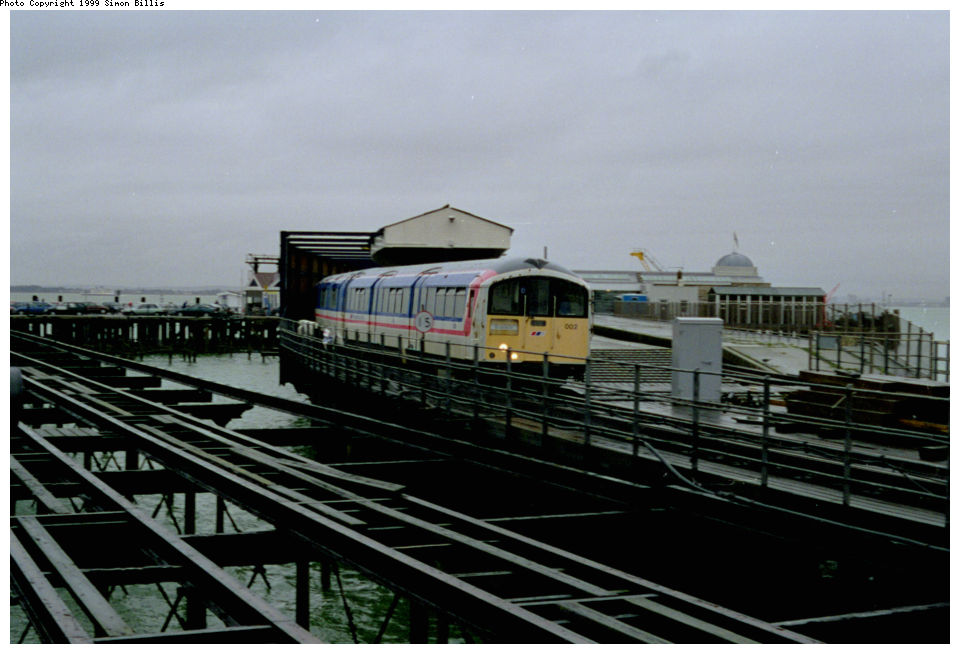 (103k, 960x654)<br><b>Country:</b> United Kingdom<br><b>City:</b> Isle of Wight<br><b>System:</b> Island Line<br><b>Location:</b> Ryde Pier Head <br><b>Route:</b> Isle of Wight<br><b>Photo by:</b> Simon Billis<br><b>Date:</b> 1/2000<br><b>Viewed (this week/total):</b> 2 / 3582