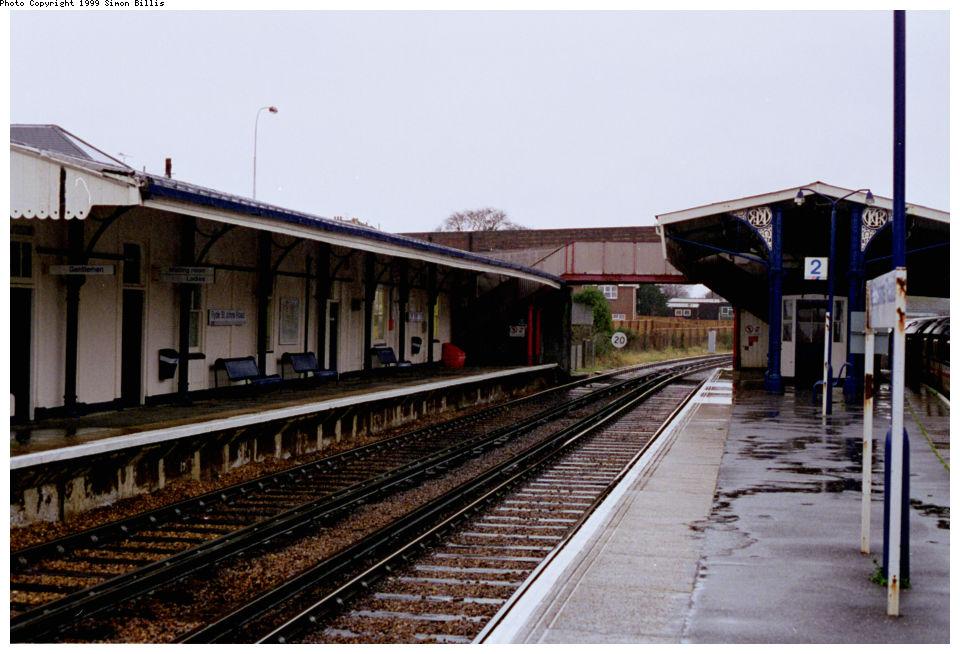 (129k, 960x654)<br><b>Country:</b> United Kingdom<br><b>City:</b> Isle of Wight<br><b>System:</b> Island Line<br><b>Location:</b> Ryde St John's Road <br><b>Route:</b> Isle of Wight<br><b>Photo by:</b> Simon Billis<br><b>Date:</b> 1/2000<br><b>Viewed (this week/total):</b> 1 / 2913