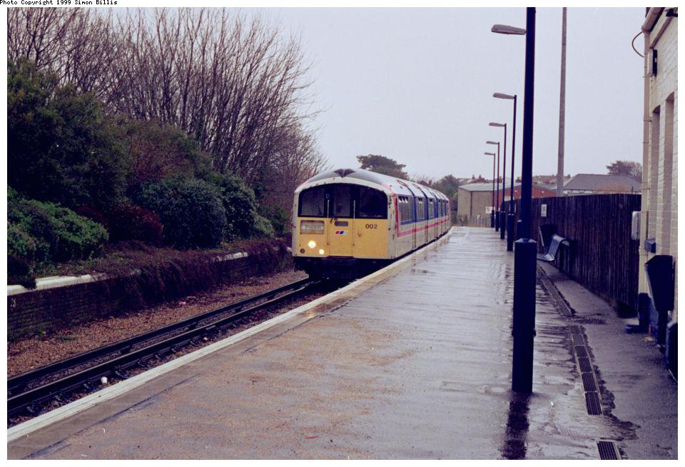 (148k, 960x654)<br><b>Country:</b> United Kingdom<br><b>City:</b> Isle of Wight<br><b>System:</b> Island Line<br><b>Location:</b> Shanklin <br><b>Route:</b> Isle of Wight<br><b>Photo by:</b> Simon Billis<br><b>Date:</b> 1/2000<br><b>Viewed (this week/total):</b> 1 / 2893