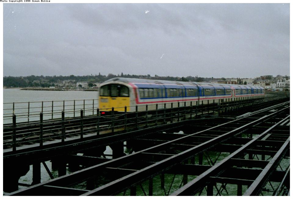 (106k, 960x654)<br><b>Country:</b> United Kingdom<br><b>City:</b> Isle of Wight<br><b>System:</b> Island Line<br><b>Location:</b> Ryde Pier Head <br><b>Route:</b> Isle of Wight<br><b>Photo by:</b> Simon Billis<br><b>Date:</b> 1/2000<br><b>Viewed (this week/total):</b> 2 / 4128
