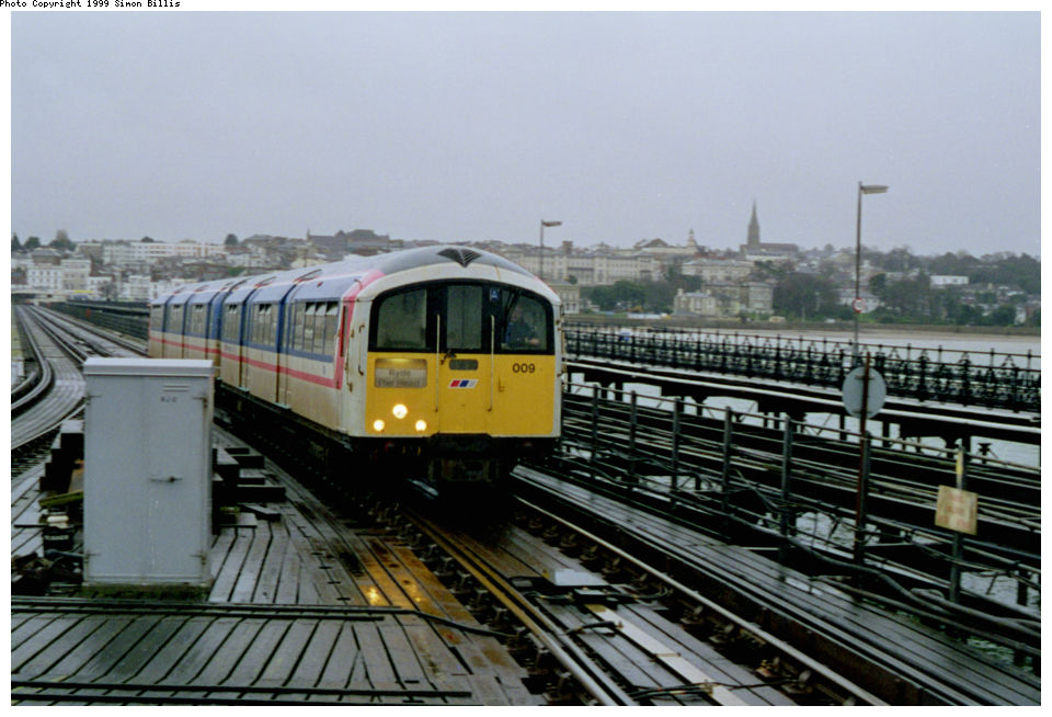 (124k, 960x654)<br><b>Country:</b> United Kingdom<br><b>City:</b> Isle of Wight<br><b>System:</b> Island Line<br><b>Location:</b> Ryde Pier Head <br><b>Route:</b> Isle of Wight<br><b>Photo by:</b> Simon Billis<br><b>Date:</b> 1/2000<br><b>Viewed (this week/total):</b> 0 / 3509