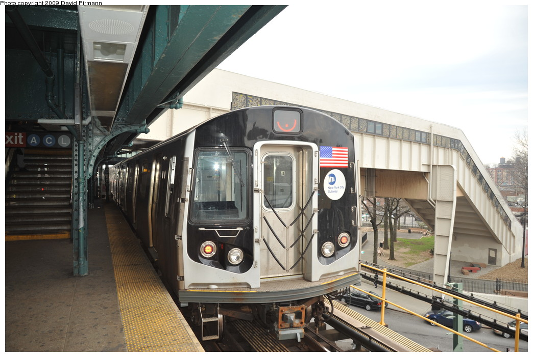 (258k, 1044x701)<br><b>Country:</b> United States<br><b>City:</b> New York<br><b>System:</b> New York City Transit<br><b>Line:</b> BMT Nassau Street/Jamaica Line<br><b>Location:</b> Broadway/East New York (Broadway Junction) <br><b>Route:</b> J<br><b>Car:</b> R-160A-1 (Alstom, 2005-2008, 4 car sets)  8536 <br><b>Photo by:</b> David Pirmann<br><b>Date:</b> 4/10/2009<br><b>Viewed (this week/total):</b> 1 / 1331
