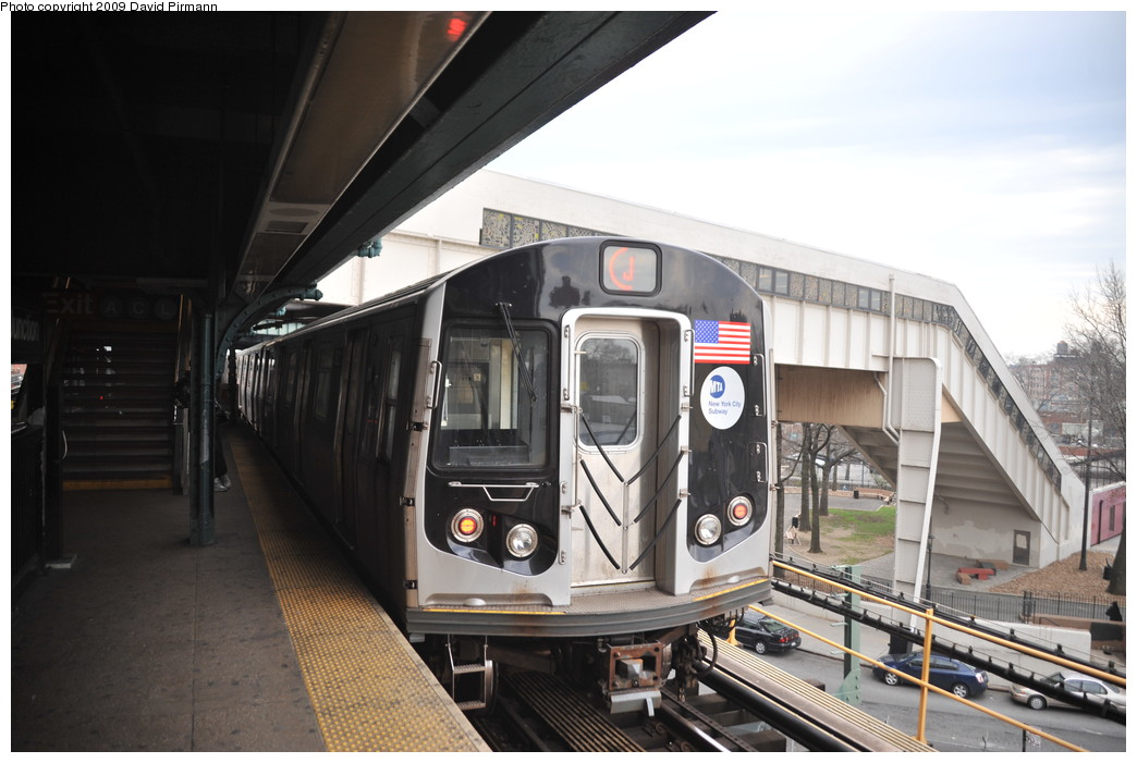 (232k, 1044x701)<br><b>Country:</b> United States<br><b>City:</b> New York<br><b>System:</b> New York City Transit<br><b>Line:</b> BMT Nassau Street/Jamaica Line<br><b>Location:</b> Broadway/East New York (Broadway Junction) <br><b>Route:</b> J<br><b>Car:</b> R-160A-1 (Alstom, 2005-2008, 4 car sets)  8621 <br><b>Photo by:</b> David Pirmann<br><b>Date:</b> 4/10/2009<br><b>Viewed (this week/total):</b> 2 / 1216