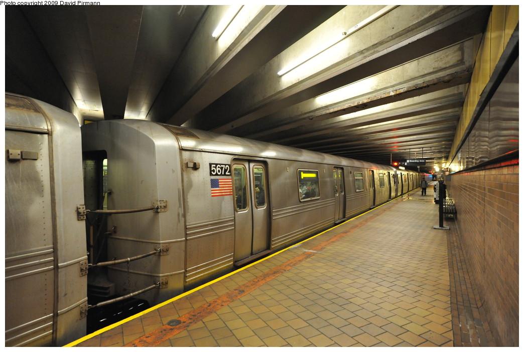 (259k, 1044x701)<br><b>Country:</b> United States<br><b>City:</b> New York<br><b>System:</b> New York City Transit<br><b>Line:</b> IND 63rd Street<br><b>Location:</b> 21st Street/Queensbridge <br><b>Route:</b> F<br><b>Car:</b> R-46 (Pullman-Standard, 1974-75) 5672 <br><b>Photo by:</b> David Pirmann<br><b>Date:</b> 4/10/2009<br><b>Viewed (this week/total):</b> 1 / 1449