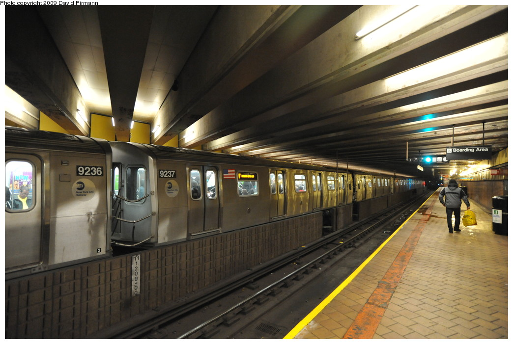 (250k, 1044x701)<br><b>Country:</b> United States<br><b>City:</b> New York<br><b>System:</b> New York City Transit<br><b>Line:</b> IND 63rd Street<br><b>Location:</b> 21st Street/Queensbridge <br><b>Route:</b> F<br><b>Car:</b> R-160A (Option 1) (Alstom, 2008-2009, 5 car sets)  9237 <br><b>Photo by:</b> David Pirmann<br><b>Date:</b> 4/10/2009<br><b>Viewed (this week/total):</b> 0 / 2513