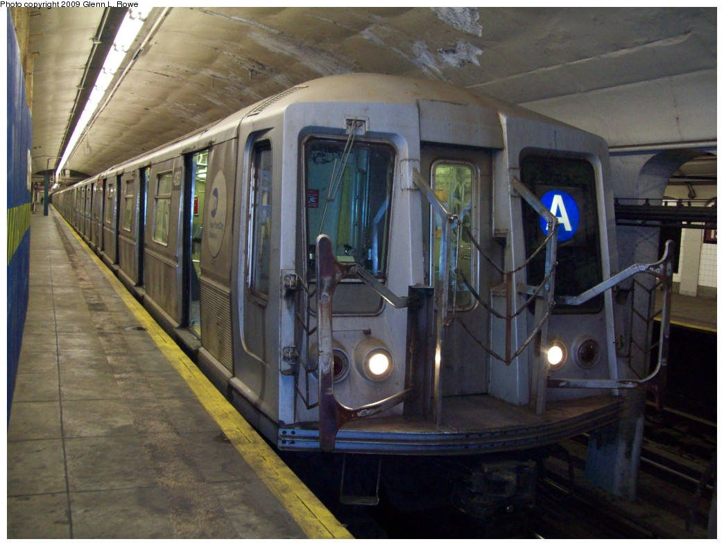 (200k, 1044x788)<br><b>Country:</b> United States<br><b>City:</b> New York<br><b>System:</b> New York City Transit<br><b>Line:</b> IND 8th Avenue Line<br><b>Location:</b> 190th Street/Overlook Terrace <br><b>Route:</b> A<br><b>Car:</b> R-40 (St. Louis, 1968)  4263 <br><b>Photo by:</b> Glenn L. Rowe<br><b>Date:</b> 4/8/2009<br><b>Viewed (this week/total):</b> 0 / 1100