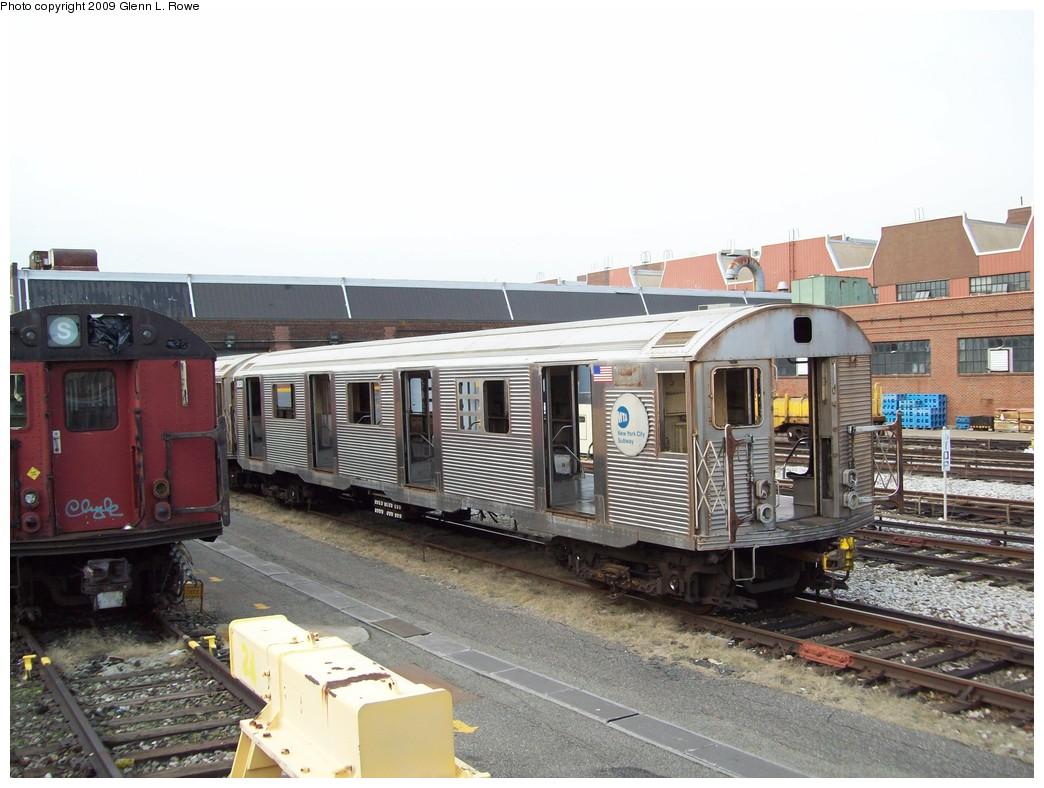 (209k, 1044x788)<br><b>Country:</b> United States<br><b>City:</b> New York<br><b>System:</b> New York City Transit<br><b>Location:</b> 207th Street Yard<br><b>Car:</b> R-32 (Budd, 1964)  3850 <br><b>Photo by:</b> Glenn L. Rowe<br><b>Date:</b> 4/10/2009<br><b>Viewed (this week/total):</b> 0 / 1296