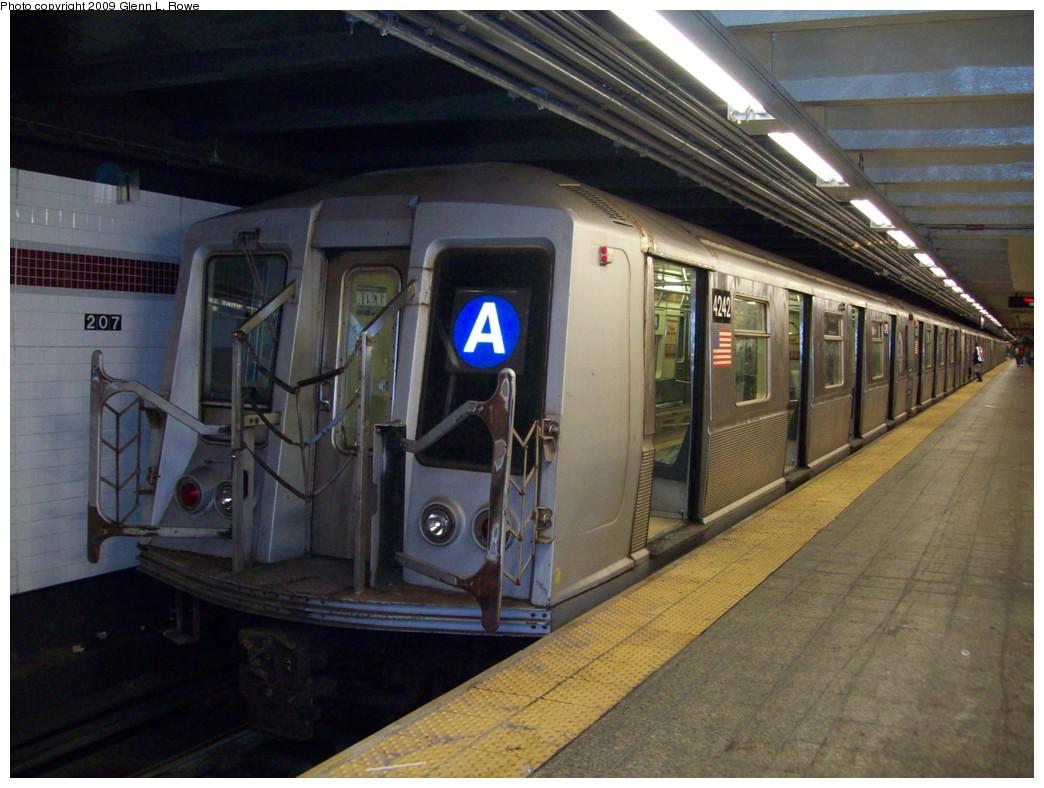 (206k, 1044x788)<br><b>Country:</b> United States<br><b>City:</b> New York<br><b>System:</b> New York City Transit<br><b>Line:</b> IND 8th Avenue Line<br><b>Location:</b> 207th Street <br><b>Route:</b> A<br><b>Car:</b> R-40 (St. Louis, 1968)  4242 <br><b>Photo by:</b> Glenn L. Rowe<br><b>Date:</b> 4/10/2009<br><b>Viewed (this week/total):</b> 1 / 881
