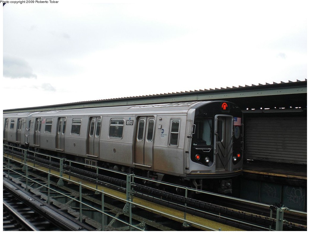 (189k, 1044x788)<br><b>Country:</b> United States<br><b>City:</b> New York<br><b>System:</b> New York City Transit<br><b>Line:</b> BMT Myrtle Avenue Line<br><b>Location:</b> Central Avenue <br><b>Route:</b> M<br><b>Car:</b> R-160A-1 (Alstom, 2005-2008, 4 car sets)  8513 <br><b>Photo by:</b> Roberto C. Tobar<br><b>Date:</b> 4/11/2009<br><b>Viewed (this week/total):</b> 1 / 1206