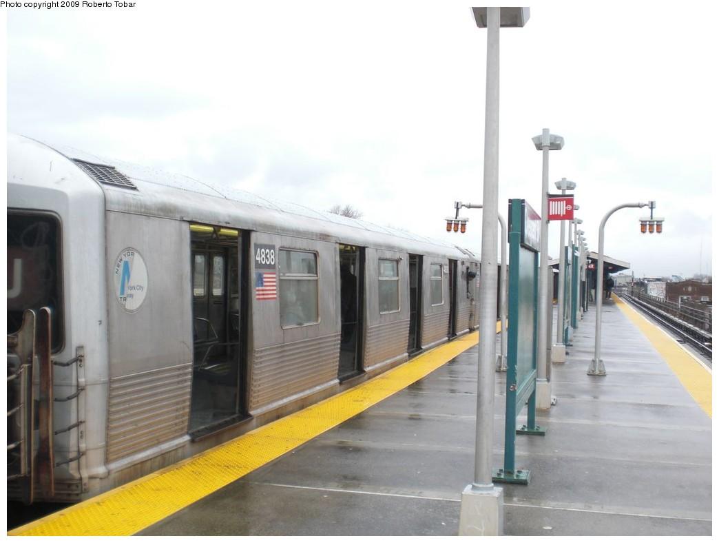 (171k, 1044x788)<br><b>Country:</b> United States<br><b>City:</b> New York<br><b>System:</b> New York City Transit<br><b>Line:</b> BMT Nassau Street/Jamaica Line<br><b>Location:</b> Crescent Street <br><b>Route:</b> J<br><b>Car:</b> R-42 (St. Louis, 1969-1970)  4838 <br><b>Photo by:</b> Roberto C. Tobar<br><b>Date:</b> 4/11/2009<br><b>Viewed (this week/total):</b> 0 / 1454
