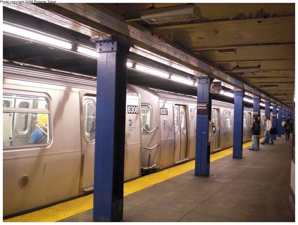 (264k, 1044x788)<br><b>Country:</b> United States<br><b>City:</b> New York<br><b>System:</b> New York City Transit<br><b>Line:</b> BMT Canarsie Line<br><b>Location:</b> DeKalb Avenue <br><b>Route:</b> L<br><b>Car:</b> R-160B (Kawasaki, 2005-2008)  8307 <br><b>Photo by:</b> Roberto C. Tobar<br><b>Date:</b> 4/11/2009<br><b>Viewed (this week/total):</b> 0 / 1559