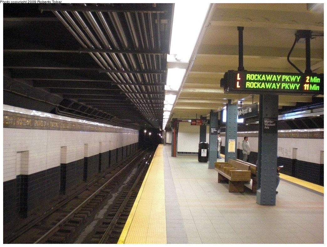 (252k, 1044x788)<br><b>Country:</b> United States<br><b>City:</b> New York<br><b>System:</b> New York City Transit<br><b>Line:</b> BMT Canarsie Line<br><b>Location:</b> Myrtle Avenue <br><b>Photo by:</b> Roberto C. Tobar<br><b>Date:</b> 4/11/2009<br><b>Notes:</b> Platform view; note new train arrival indicator signs.<br><b>Viewed (this week/total):</b> 0 / 2063