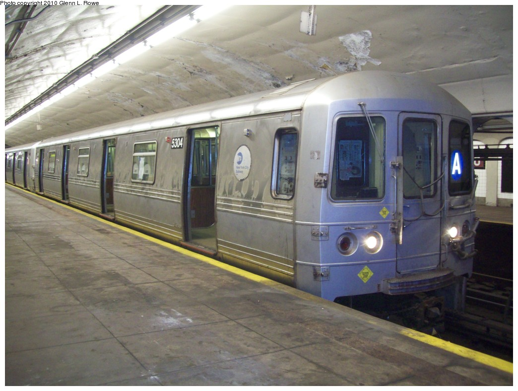 (197k, 1044x788)<br><b>Country:</b> United States<br><b>City:</b> New York<br><b>System:</b> New York City Transit<br><b>Line:</b> IND 8th Avenue Line<br><b>Location:</b> 190th Street/Overlook Terrace <br><b>Route:</b> A<br><b>Car:</b> R-44 (St. Louis, 1971-73) 5304 <br><b>Photo by:</b> Glenn L. Rowe<br><b>Date:</b> 4/8/2010<br><b>Viewed (this week/total):</b> 0 / 1077