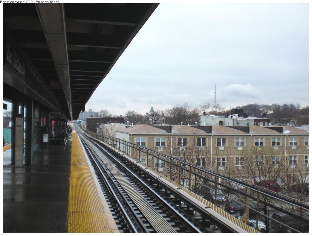 (226k, 1044x788)<br><b>Country:</b> United States<br><b>City:</b> New York<br><b>System:</b> New York City Transit<br><b>Line:</b> BMT Nassau Street/Jamaica Line<br><b>Location:</b> Van Siclen Avenue <br><b>Photo by:</b> Roberto C. Tobar<br><b>Date:</b> 4/11/2009<br><b>Notes:</b> View from platform.<br><b>Viewed (this week/total):</b> 0 / 1145