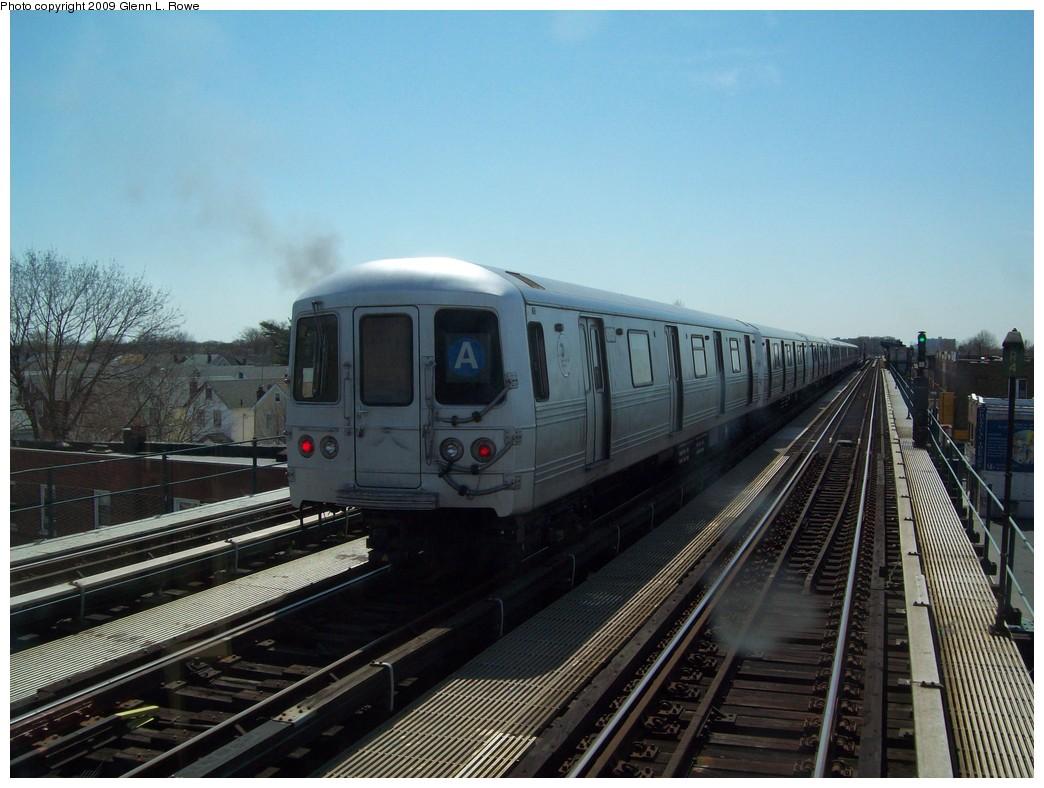 (208k, 1044x788)<br><b>Country:</b> United States<br><b>City:</b> New York<br><b>System:</b> New York City Transit<br><b>Line:</b> IND Fulton Street Line<br><b>Location:</b> Lefferts Boulevard <br><b>Route:</b> A Layup<br><b>Car:</b> R-46 (Pullman-Standard, 1974-75) 6152 <br><b>Photo by:</b> Glenn L. Rowe<br><b>Date:</b> 4/16/2009<br><b>Viewed (this week/total):</b> 0 / 1039