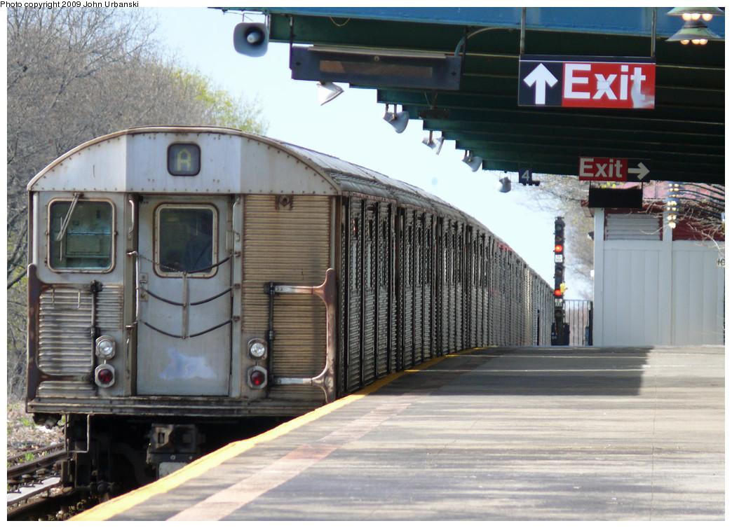 (277k, 1044x754)<br><b>Country:</b> United States<br><b>City:</b> New York<br><b>System:</b> New York City Transit<br><b>Line:</b> IND Rockaway<br><b>Location:</b> Aqueduct Racetrack <br><b>Route:</b> A<br><b>Car:</b> R-32 (Budd, 1964)  3828 <br><b>Photo by:</b> John Urbanski<br><b>Date:</b> 4/16/2009<br><b>Viewed (this week/total):</b> 3 / 1633