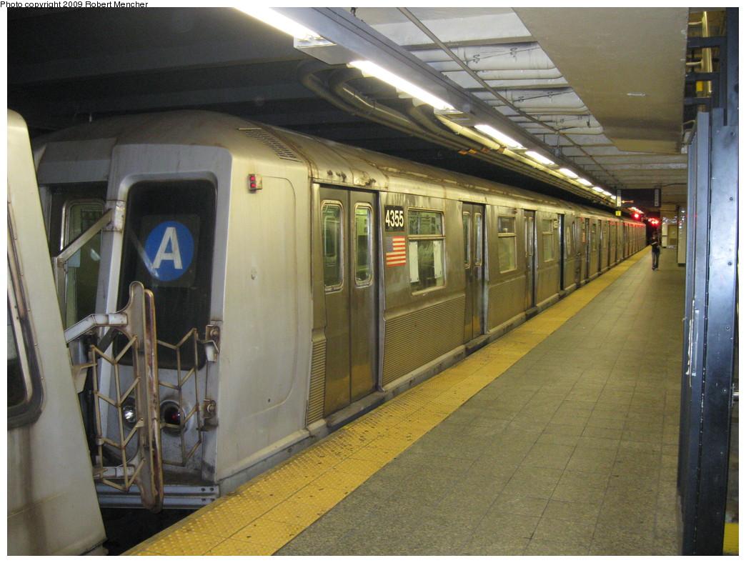 (232k, 1044x788)<br><b>Country:</b> United States<br><b>City:</b> New York<br><b>System:</b> New York City Transit<br><b>Line:</b> IND 8th Avenue Line<br><b>Location:</b> 207th Street <br><b>Route:</b> A<br><b>Car:</b> R-40 (St. Louis, 1968)  4355 <br><b>Photo by:</b> Robert Mencher<br><b>Date:</b> 4/18/2009<br><b>Viewed (this week/total):</b> 0 / 762